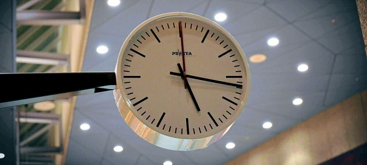 Clock in the Plenary Hall of the House of Representatives