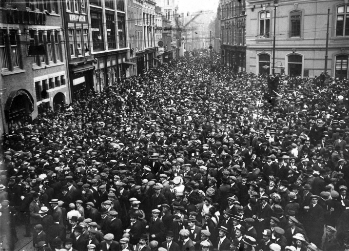 On 17 September 1912, the streets of The Hague were awash with people.