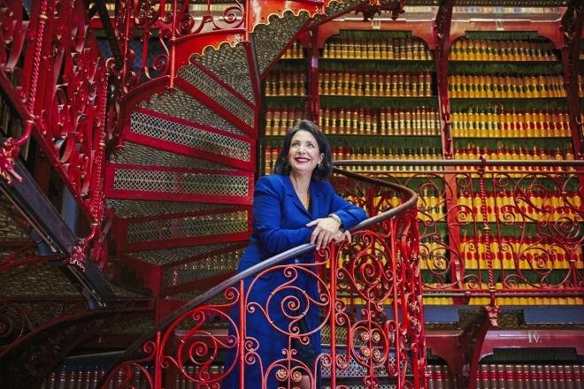 Khadija Arib in the Handelingenkamer (Old Library)