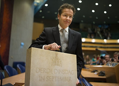 """The minister of Finance presents his """"Third-Tuesday-of-September""""-briefcase"""