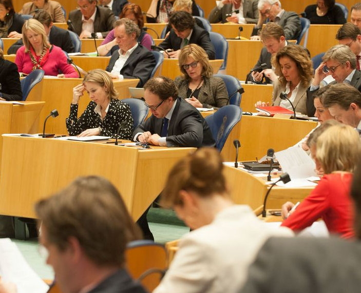 Photo of representatives in the Plenary Hall.