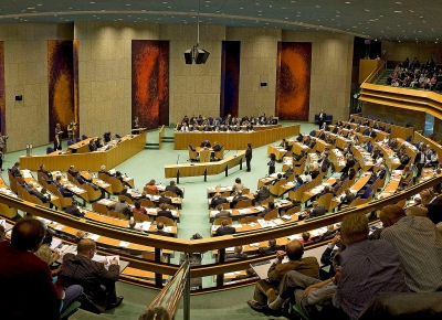 Photo of the House of Representatives meeting in the Plenary Hall.